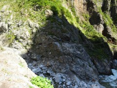 別山谷出会の沢、対岸に登山者