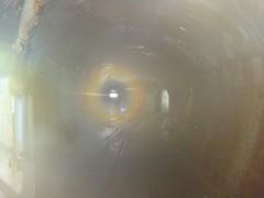 熱がこもるダム施設内のトンネル