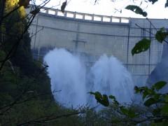 黒部ダム今年最後の観光放水