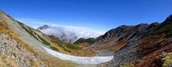 別山乗越にてガスがかかり始めた剱岳