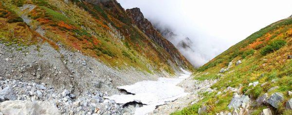 剱沢雪渓の最上端部