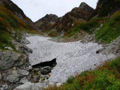 ナムの滝上部の雪渓