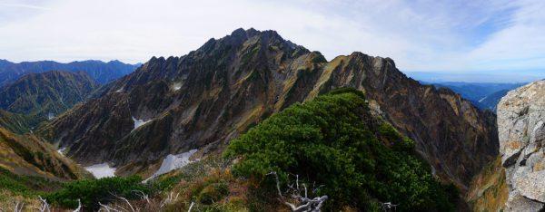 池の平山南峰にて八ツ峰から本峰北方稜線、小窓尾根に続く剱岳の裏の顔