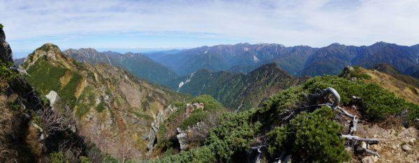 池の平山南峰にて池の平山北峰から毛勝三山、後立山連峰のパノラマ