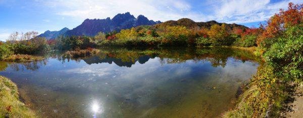 仙人池に映る八ツ峰と太陽
