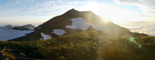 丸山にて白馬岳稜線から昇る朝日