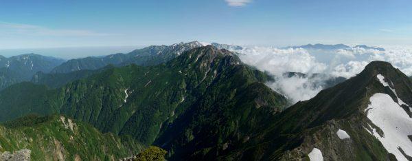鹿島槍ヶ岳南峰で見る後立山連峰の峰々と北峰