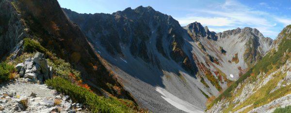 56のコルで見る奥穂高岳、涸沢岳、北穂高岳(2012/10/05)※56のコルへは一般登山道はありません。