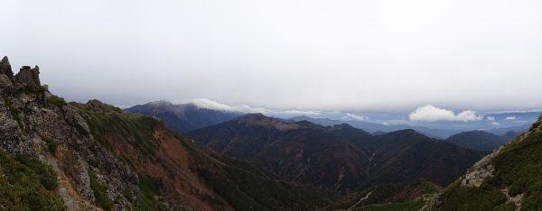 天狗岩への登りで、8分後には荒川中岳まで雲に隠れてしまった。