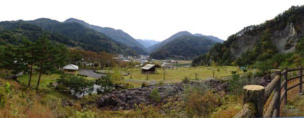 大西公園にて小渋川上流に見える赤石岳