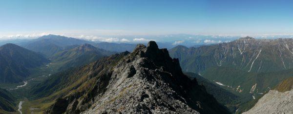 奥穂高岳山頂にてジャンダルム方面のパノラマ。