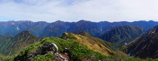 池の平山にて後立山連峰旭岳から針ノ木岳までのパノラマ。白馬岳は左から2番目