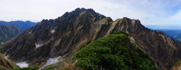 八ツ峰から本峰北方稜線、小窓尾根に至る岩峰に囲まれた剣岳はまさに『試練と憧れ』の山