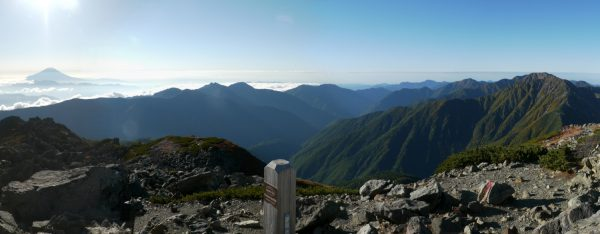 悪沢岳にて富士山から赤石岳へのパノラマ(2014/09/27)