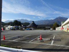 道の駅白須で見る鳳凰山と甲斐駒ヶ岳