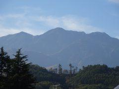 左から観音岳、地蔵岳、高嶺