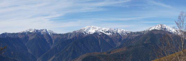 火事場跡で見る白峰三山(望遠)