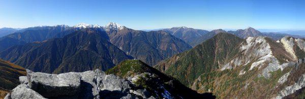 観音岳山頂で見る白峰三山から仙丈ケ岳、甲斐駒ヶ岳へのパノラマ