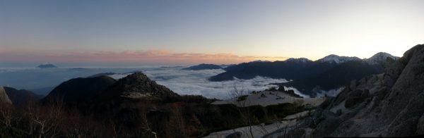 薬師岳にて富士山から白峰三山の夕景