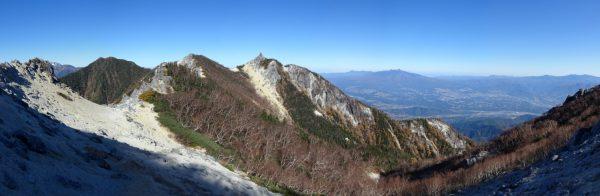 縦走路で見る高嶺から地蔵岳稜線