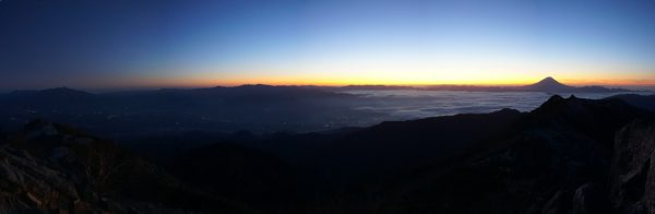 黎明、観音岳山頂にて