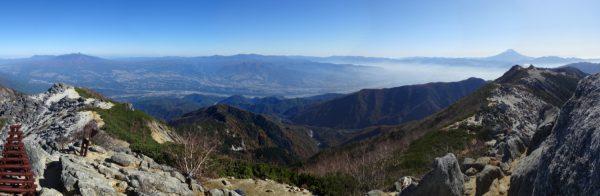 観音岳山頂で見る八ヶ岳から富士山へのパノラマ