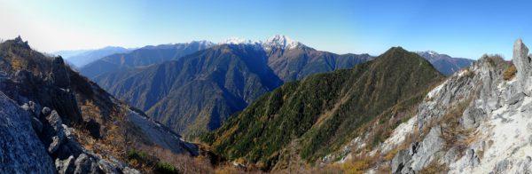 赤抜沢の頭付近で見る白峰三山