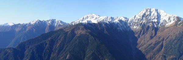 赤抜沢の頭付近で見る白峰三山(望遠)