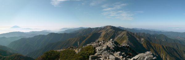 北岳山頂にて間ノ岳方面のパノラマ(2009/09/25)