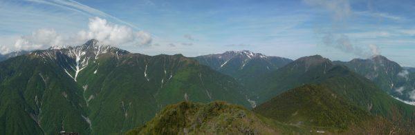 高嶺付近で見る北岳と大樺沢、右に仙丈ケ岳から甲斐駒ヶ岳(2014/06/26)