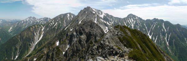 西穂高岳山頂にて奥穂高方面のパノラマ。ジャンダルムは中央一番高く見えるピーク。(2009/06/25)