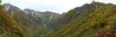 パノラマ新道にて横尾尾根の先に覗く槍ヶ岳。左は北穂高岳、右には屏風の耳(2012/10/06)