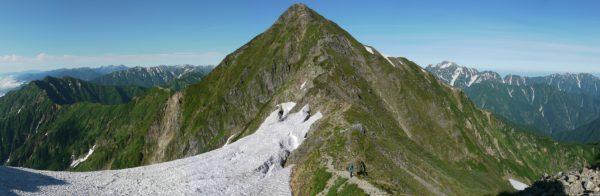 鹿島槍ヶ岳吊尾根北峰分岐で見る鹿島槍ヶ岳南峰。