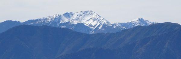 辻山で見る悪沢岳。左に千枚岳、右に荒川中岳。