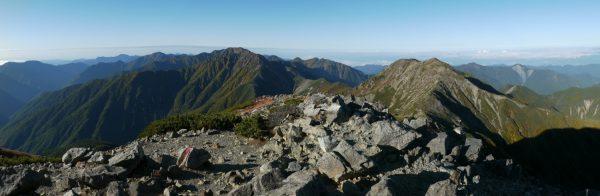 悪沢岳にて左から青薙山から上河内岳、赤石岳、荒川前岳、荒川中岳へのパノラマ