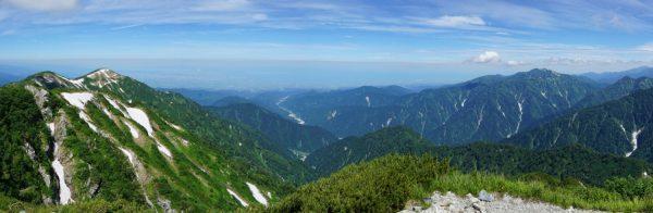 奥大日岳山頂にて大日岳から富山平野、毛勝三山までのパノラマ