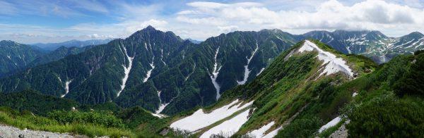 奥大日岳山頂にて早月尾根から聳え立つ剱岳から立山までのパノラマ