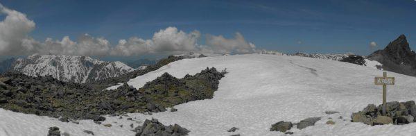 大喰岳山頂にて、笠ヶ岳から槍ヶ岳にかけてのパノラマ