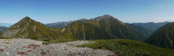 小兎岳にて中盛丸山から赤石岳にかけて、写真右端に富士山