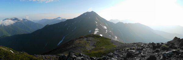 中白根山にて北岳方面のパノラマ
