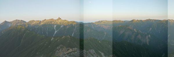 周辺減光の影響説明2:パノラマ合成した際に二枚の写真で重なり区間が僅かしかないため周辺減光を隠しきれていません。一方の鷲羽岳、水晶岳付近は重なり区間が十分なので周辺減光の影響が出ていません。